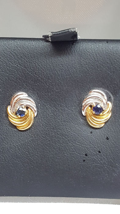 14 kt yellow / white gold earrings set with a blue sapphire