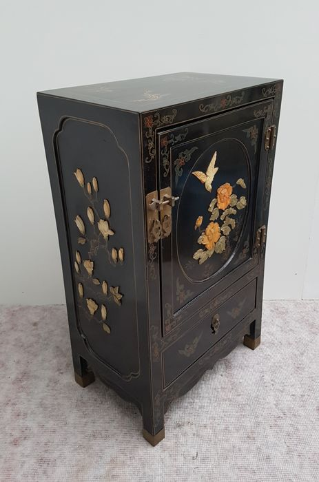 Chinese cabinet with black varnish, with soapstone decoration - China - second half 20th century