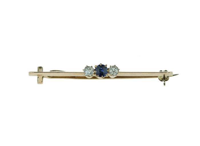 14 kt gold Art Deco bar brooch set with old cut diamonds and sapphire