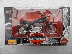 Maisto - Scale 1/18 - Lot of 11 Harley Davidson
