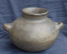 Beautiful earthenware home bowl with handle - Amlash culture H. 18.6 cm.