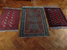 Trio of rugs - approx. 122 x 93 cm, 109 x 78 cm & 105 x 155 cm.