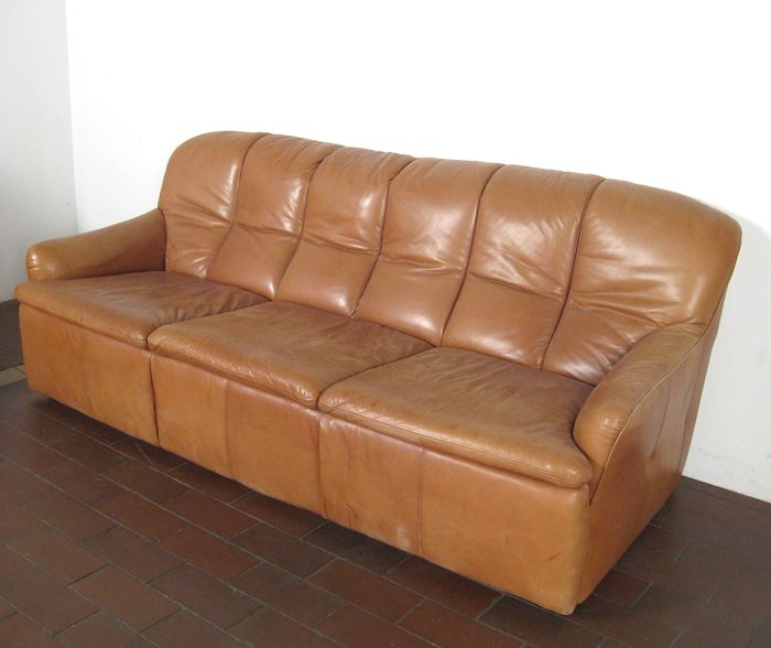 manufacturer unknown luxuriously designed vintage sofa set 3 seat and 2x 2 seat in cognac. Black Bedroom Furniture Sets. Home Design Ideas