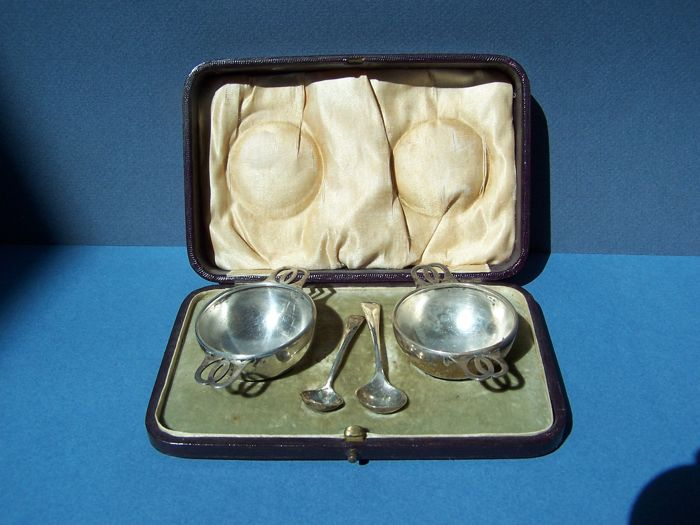 Pair of George V era sterling silver salt cellars, Gilmour & Watson - Birmingham - 1910