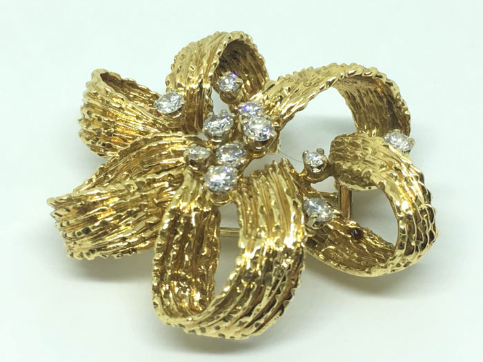 Fantastic 18 kt Gold and Diamond Brooch