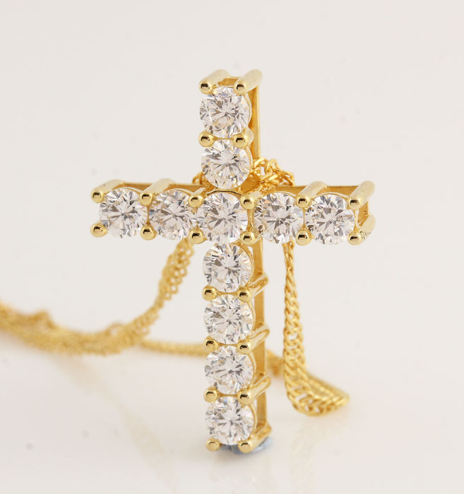 18 kt yellow gold-cross pendant with necklace with 11 round brilliant-cut diamonds of 1.00 ct, G-H VS-SI, 5.00 g, 21.5 x 15.5 x 5.5 mm