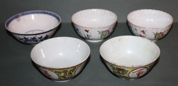 Lot of 5 large bowls with various subjects - China - 19th/early 20th century