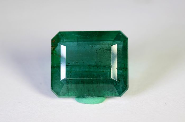 Green Emerald - 10.95 ct