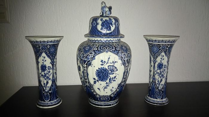 Sphinx/Boch - Large Delft Blue cabinet set