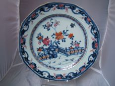 C18th chinese porcelain octagonal plate 23.2 cms