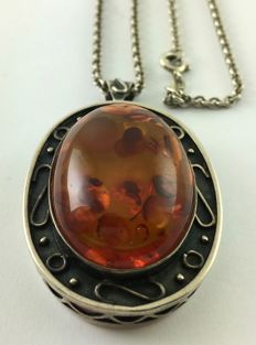 835 silver chain, amber