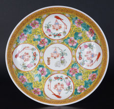 Famille rose porcelain plate, marked Guanxu - China - early 20th century (Republic period)