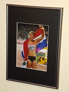 Dafne Schippers - World champion 200 meters - hand autographed framed photo Gold Race 200 metres + COA