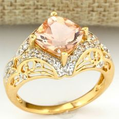 14 kt Yellow Gold 5.50 ct Morganite, 0.35 ct White Sapphire Ring, Size: 10