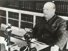 Unknown-Keystone-Agence diffusion presse - Winston Churchill, speech at the BBC - 1940s/1950s