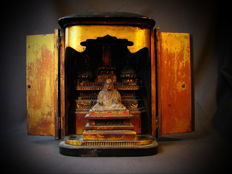 Altar budsudan with monk and 2 Buddha's - Japan - mid 19th century (late Edo period)