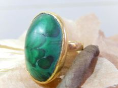 Very Large Ring with Malachite on an 18 kt Gold Mount - LOW RESERVE -