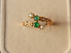 Antique Ring in Pearls and two Emeralds on 18 kt yellow gold - NO RESERVE -