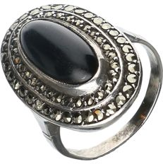 925/1000 silver ring set with onyx and marcasite - ring size: 17 mm