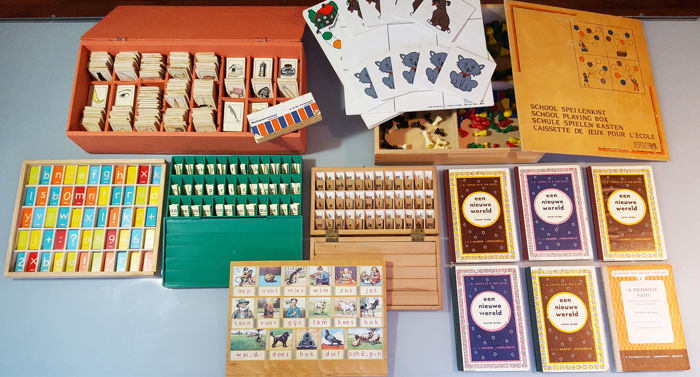 Set with antique teaching materials: 3 Old letter boxes + School games box + training material for language + reading shelf + 6 booklets