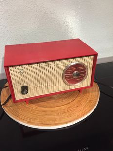 Very nice transistor radio Philips, vintage red, working well