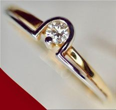 14 kt - Bicolour women's ring set with a top-notch clear white, brilliant cut diamond of 0.15 ct