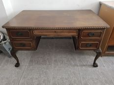 Edwardian desk with Double work surface, England, early 20th century
