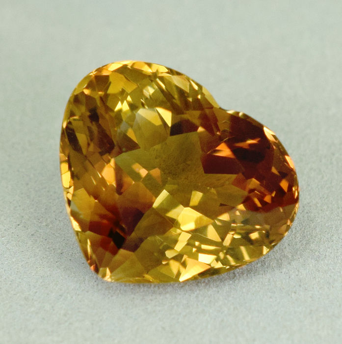 Champagne Topaz – 12.11 ct, No Reserve Price
