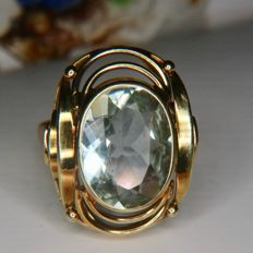 Handcrafted 14kt. Gold ring 6.7gr. with oval facetted natural Aquamarine 4.50 Ct in geometrically open worked ring head.