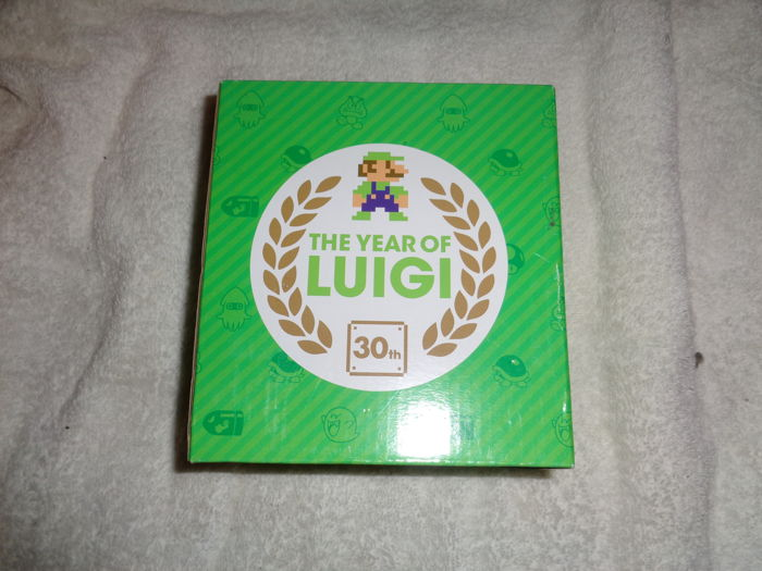luigi 30 years Club Nintendo collectors item