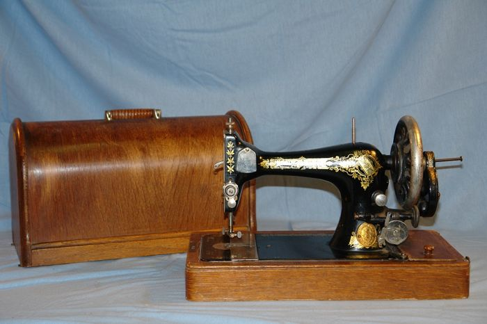 Singer 28 k hand sewing machine including hood, Scotland, 1914