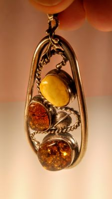 Vintage Baltic Amber pendant in Silver 925 setting