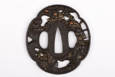 Iron sukashi tsuba - Soten School style - Brass, copper and silver inlay - Japan - 18th/19th century