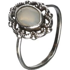 835/1000 Silver ring set with opal. - ring size: 15 mm.