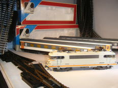 Lima/Piko H0 - Electric locomotive with 5 corail carriages of the SNCF