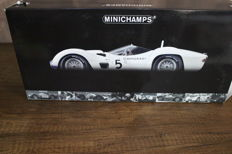 Minichamps - Scale 1/12 - Maserati Tipo 61 Winner of the 1,000 km of Nurburgring 1960 #5