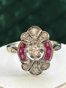 18 kt white gold Art Deco ring with diamonds & rubies