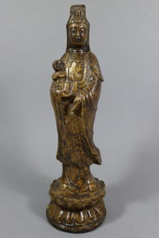 Bronze Guanyin with signature - China - late 20th/21st century (26.5 cm)