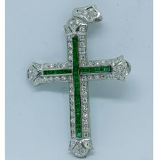 Cross with emeralds and 18 kt white gold
