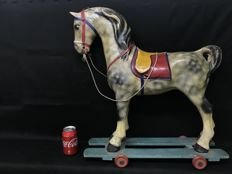 Pony made of Papier-Mâché and Mounted on a wooden board with wheels - Italy - early 20th century