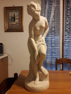 Marble dust statue - bathing female statue - made by Lorenzo Dal Torrione
