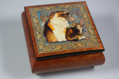 Box with an image of a cat music box Ercolano - Italy
