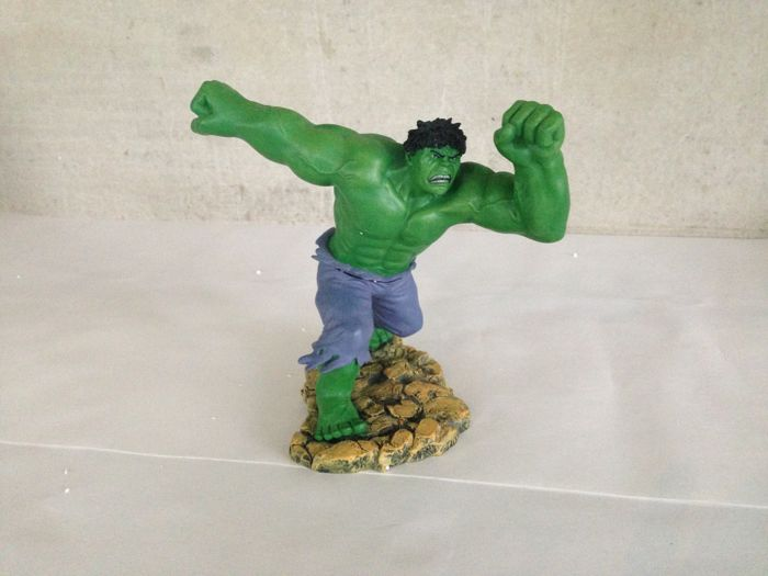 Enesco/Marvel Hulk statue new with orginal box