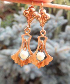 Antique sleeper dangle earrings with pearls and pendants in 18 kt gold -