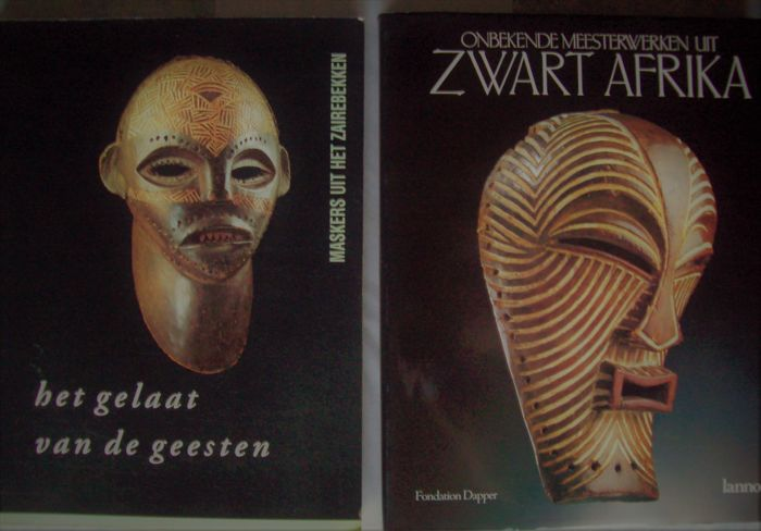 Lot with 3 books (Dutch language) on African art and culture.