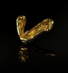 "Gold nugget - genuine natural gold with fantastic ""L"" shape - 1,3 x 0,6 x 0,1 cm - 2,3635 ct"