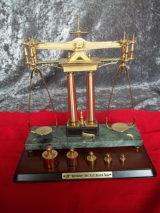 Franklin Mint - 150th Anniversary Gold Rush Balance Scale - 24 karat gold-plated with marble - very rare - in very good condition.