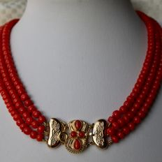 Antique 100% untreated natural 3-string blood Coral necklace on a 14kt. gold large filigree clasp, masterpiece ca. 1900/1930