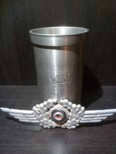 Rare coffee cup for air force pilots and cockade of the air force