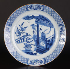 Very beautiful blue and white porcelain plate - China - 1st half 18th century